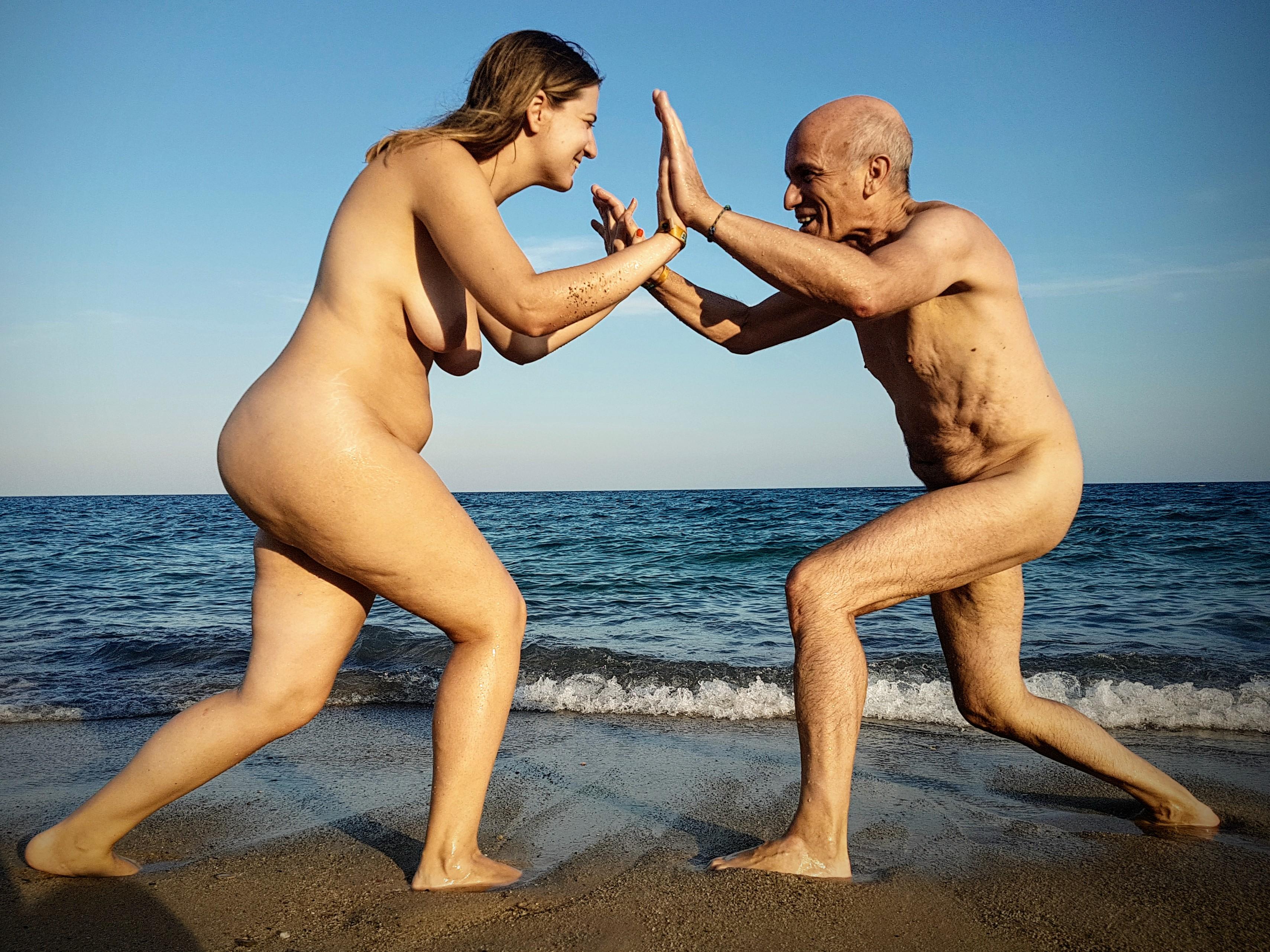 El desnudo nos hace fuertes-El Caminante